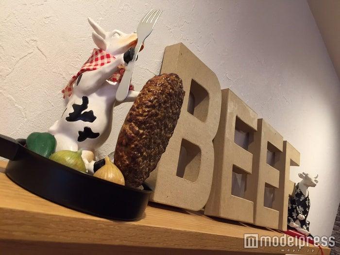 インテリアまで牛の小物(C)モデルプレス