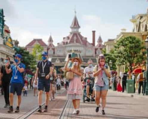 ディズニーランド・パリ、8か月ぶりに再開 ミッキーとのハグはなし