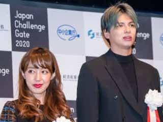 川崎希・アレク夫妻、第2子誕生に向け高級ドレス購入 「気が早い」「待ち遠しい」