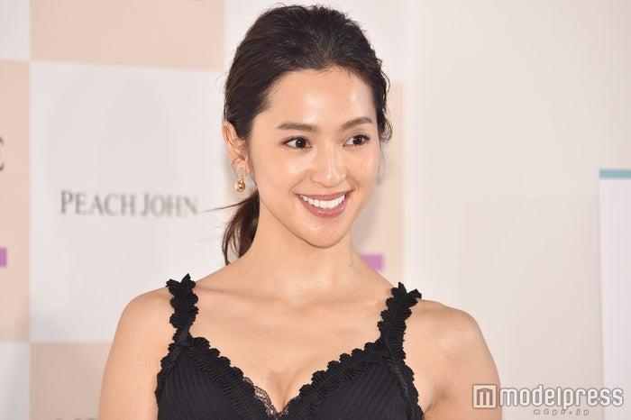 中村アン、くっきりバストが美しい (C)モデルプレス