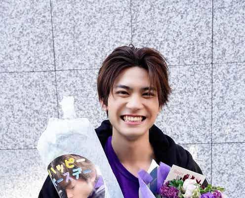 板垣瑞生、21歳のバースデーサプライズにはじける笑顔「優しい現場だなぁ」<アンラッキーガール!>