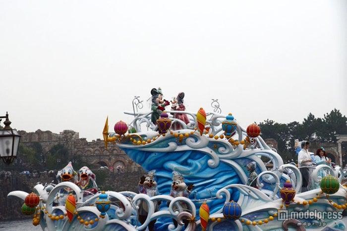 キャラクターは可愛いクリスマスコスチューム/雨バージョンのスペシャルグリーティングが行われた東京ディズニーシー