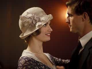 『ダウントン・アビー』リリー・ジェームズ、新作ドラマで再び20世紀の貴族役に!