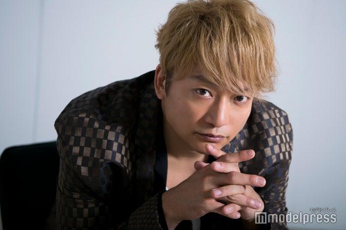 モデルプレスのインタビューに応じた香取慎吾(C)モデルプレス