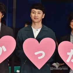 (左から)眞島秀和、児嶋一哉、瑠東東一郎監督 (C)モデルプレス