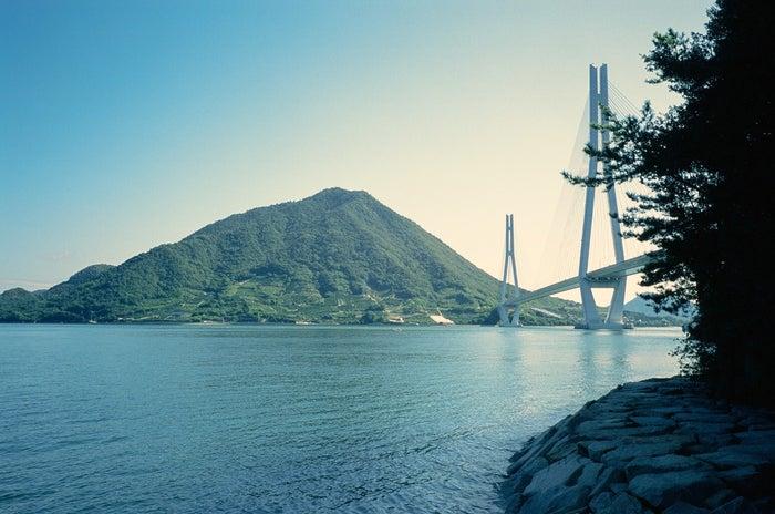 心地よい潮風と奥深い自然が重なる、瀬戸田の風景 (Photo Max Houtzager)