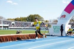 スタートダッシュを決める草なぎ剛/提供:日本財団パラリンピックサポートセンター