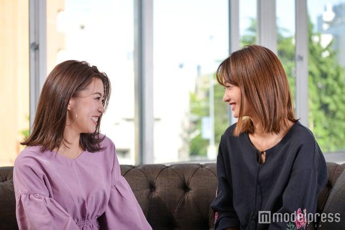 (左から)伊郷レナ、安井レイ(C)モデルプレス