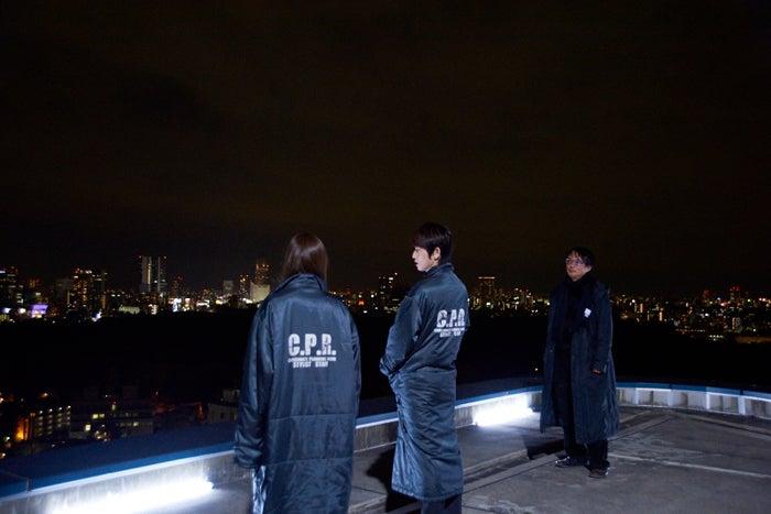 真冬の高層ビルの屋上は極寒/映画『闇金ウシジマくん3』撮影メイキングショット