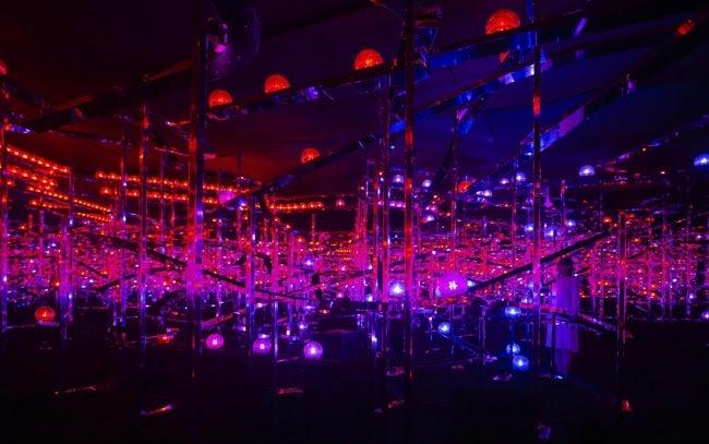 「チームラボ  永遠の海に浮かぶ無常の花」展/画像提供:チームラボ