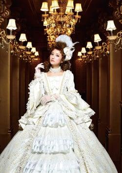 """""""歌舞伎町で一番愛された嬢王""""愛沢えみり、キャバ嬢引退記念写真集を発表 本人プロデュースで豪華ドレス製作"""