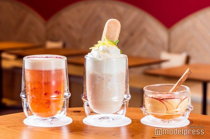 (左から)エレガントフラワージェリーティー、チーズクリームサプライズ、アップルシナモン(C)モデルプレス