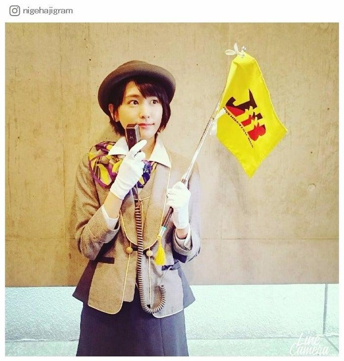 バスガイドに扮した新垣結衣/『逃げるは恥だが役に立つ』公式Instagramより