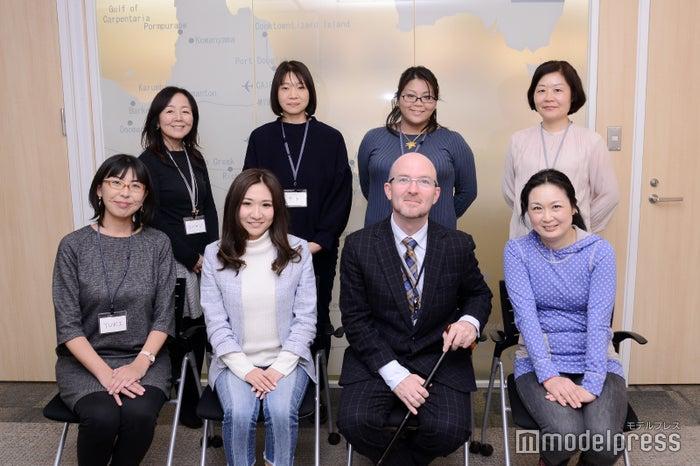 (手前右から2番目)クイーンズランド州政府観光局 日本局長ポール・サマーズ氏、ゴールドコースファンの女性メンバー、観光局スタッフ(C)モデルプレス