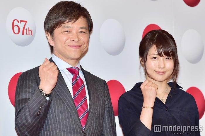 左から:武田真一アナウンサー、有村架純/写真は囲み取材より(C)モデルプレス