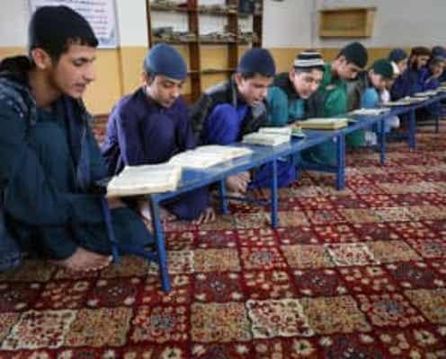 タリバン、18日から男子生徒のみ学校再開 女子生徒の言及なし