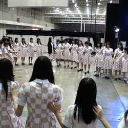 乃木坂46/※9月に行われた全国握手会ライブ前の円陣@幕張メッセ(提供写真)