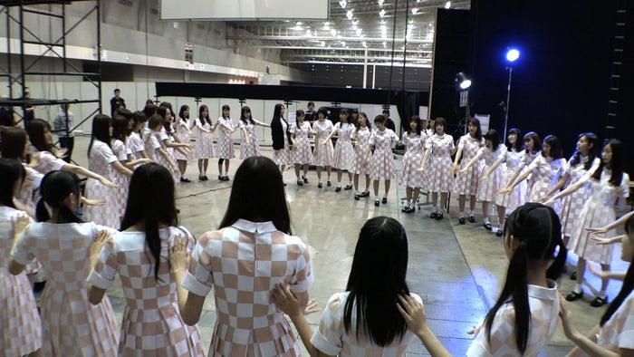 乃木坂46/9月に行われた全国握手会ライブ前の円陣@幕張メッセ(提供写真)