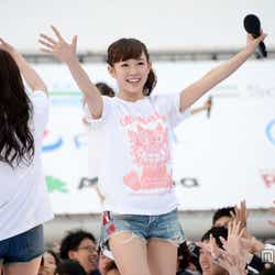 モデルプレス - NMB48渡辺美優紀、ファンに駆け寄り笑顔