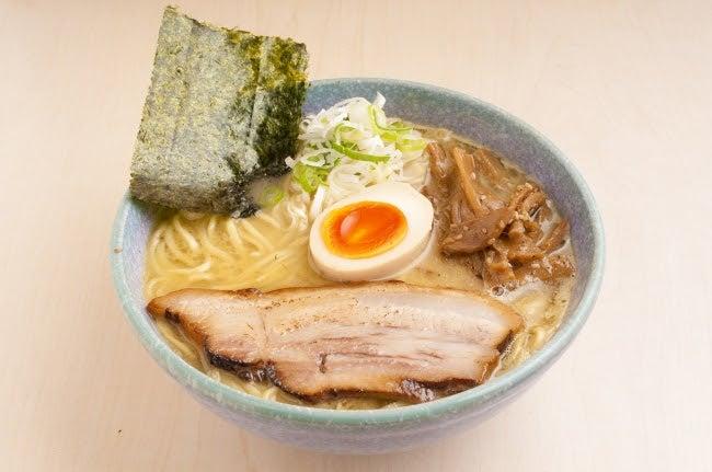 気むずかし家「鶏白湯ラーメン」/画像提供:富士急行