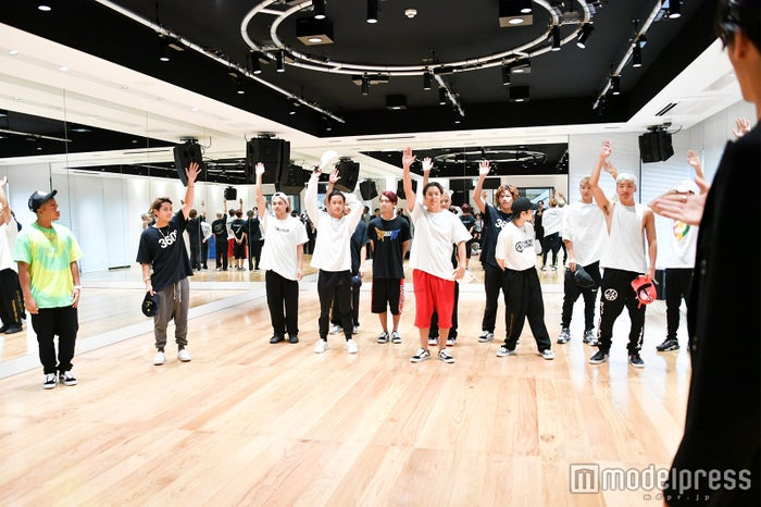 THE RAMPAGE from EXILE TRIBE「EXPG出身は?」に挙手で答える(C)モデルプレス