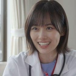 乃木坂46山下美月の白衣姿 患者思いの医師役で熱演
