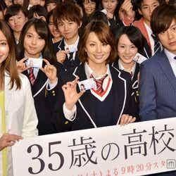 左から:片瀬那奈、米倉涼子、溝端淳平