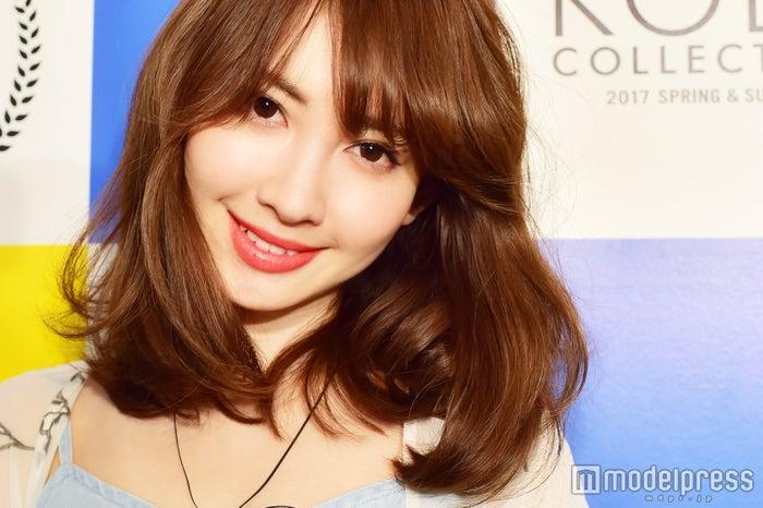 モデルプレスのインタビューに応じた小嶋陽菜 (C)モデルプレス