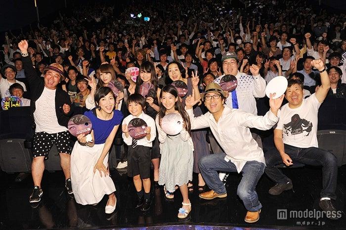 映画『アイズ』(6月6日公開)完成披露試写会の舞台挨拶の様子