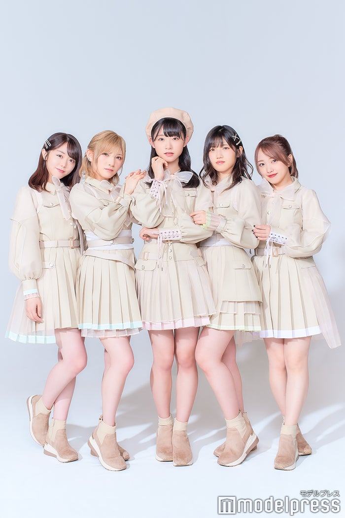(左から)峯岸みなみ、岡田奈々、山内瑞葵、村山彩希、向井地美音 (C)モデルプレス