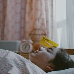 平祐奈、キュートな寝顔を披露 得意のダジャレを封印