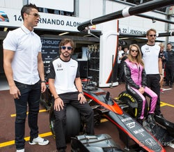 カーラ・デルヴィーニュ、F1モナコGPに登場
