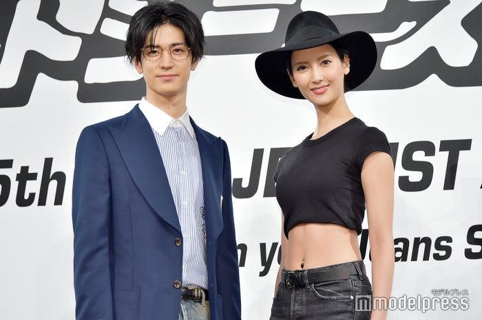 「ベストジーニスト2018」一般選出部門を受賞した(左から)中島裕翔、菜々緒(C)モデルプレス