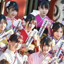 (左上から時計回りに)白雪希明、堺萌香、立仙愛理、左伴彩佳、行天優莉奈、石田みなみ/AKB48グループ成人式記念撮影会 (C)モデルプレス