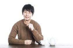信頼関係を築ける人かどうか観察!/Photo by ぱくたそ