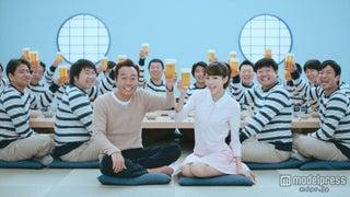 桐谷美玲がボディタッチ、お笑い芸人満面の笑み