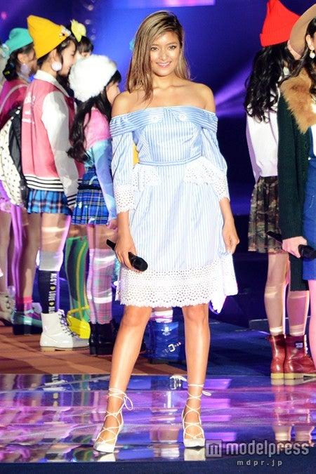 ローラ「初めての感じだからドキドキ」ジュニアモデルと笑顔でランウェイ 「JuniAward」初開催<JuniAward 2015 A/W>【モデルプレス】