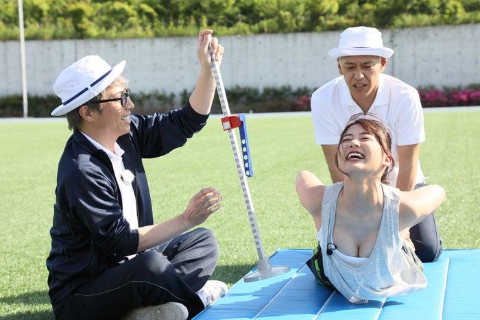 平嶋夏海(右)/ロンドンハーツ「~もう一度花咲かせたい!~元AKB48だらけの非公認運動会」写真提供:テレビ朝日