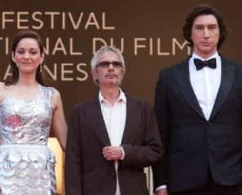 カンヌ国際映画祭レッドカーペットが復活! ドレスアップしたセレブが華やかに登場