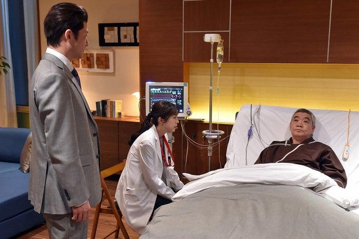 浅野忠信、竹内結子、柄本明「A LIFE~愛しき人~」第1話より(C)TBS