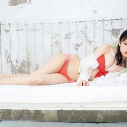 NMB48貞野遥香&新澤菜央「FLASH」初登場 ペアグラビア魅せる