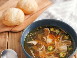 「オクラと豚バラのピリ辛オイスタースープ」レシピ【365日のパンとスープ】