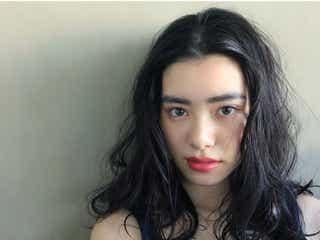 【セクシー度アップ!】黒髪でミディアムヘアならパーマをかけてみよう♡
