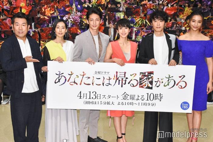 (左から)藤本敏史、木村多江、玉木宏、中谷美紀、ユースケ・サンタマリア、高橋メアリージュン (C)モデルプレス