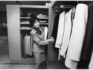 小池百合子都知事、初写真集が完売店続出の反響 アジアで1番人気のカット公開