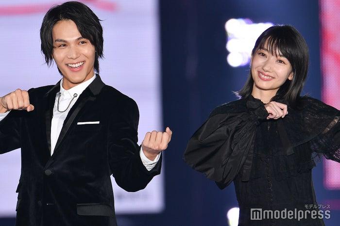 「GirlsAward 2019 A/W」に出演した中川大志、波瑠 (C)モデルプレス