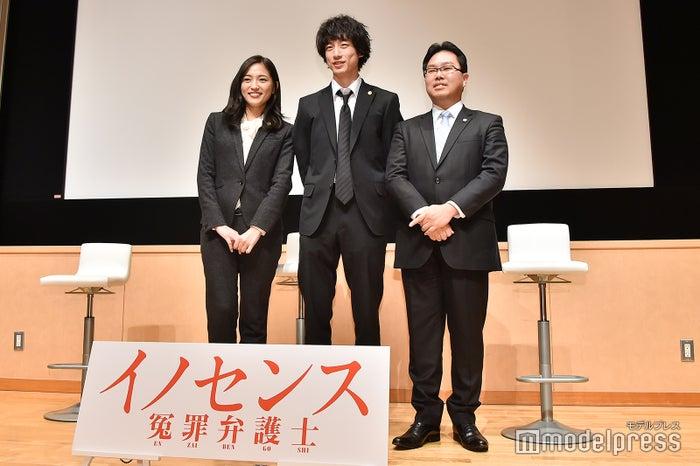 川口春奈、坂口健太郎、室谷光一郎弁護士(C)モデルプレス