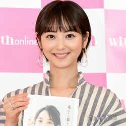 モデルプレス - 佐々木希、出産後初の公の場 ショートヘアお披露目
