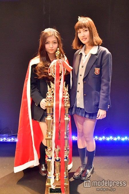 「関西女子高校生ミスコン2014」グランプリの「みゆ」さん(左)、準グランプリの「あやか」さん(右)