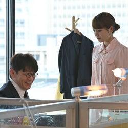 飯尾和樹(ずん)、川口春奈  「着飾る恋には理由があって」最終話より(C)TBS